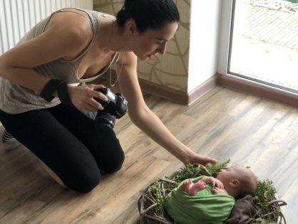 Почему фото со съемки newborn фотографы отдают через месяц?